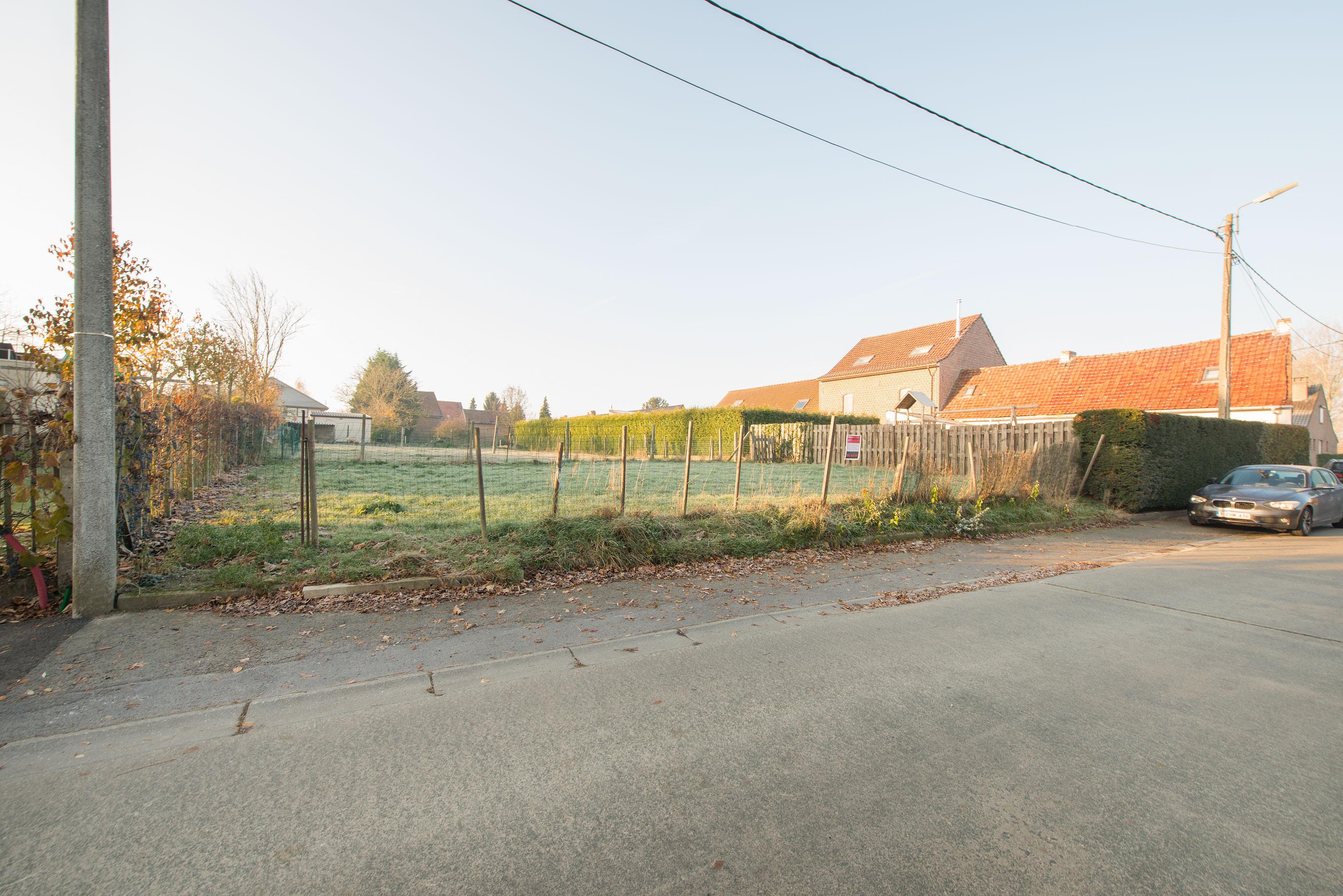 Zeuningenstraat rechts naast nummer 48,  Tollembeek